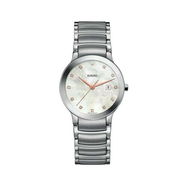 Dames horloge uit de Rado Centrix collection - uitgevoerd met stlen band en kast, een parelmoer wijzerplaat met diamant en een quartz uurwerk - De Rado collectie is verkrijgbaar bij Sparnaaij Juweliers in Aalsmeer
